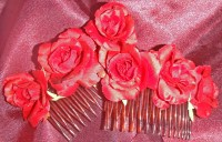 Triple Scarlet Rosebud Side Comb